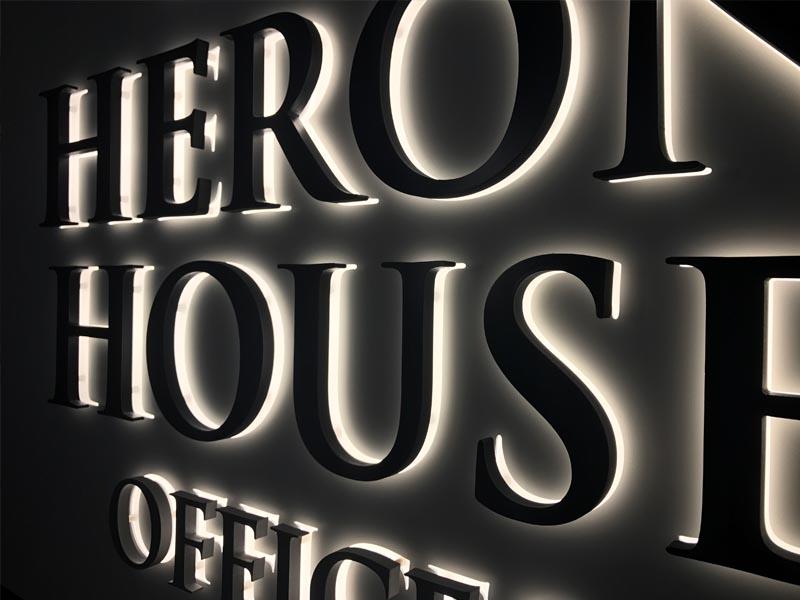 HERON HOUSE_Halo Box illumination_CLOSE UP